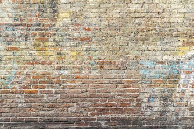 Jak usunąć wosk ze ściany?