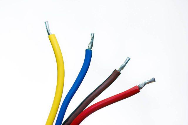Kolory przewodów w instalacjach elektrycznych i automatyce