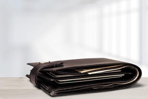 jak wyczyścić skórzany portfel