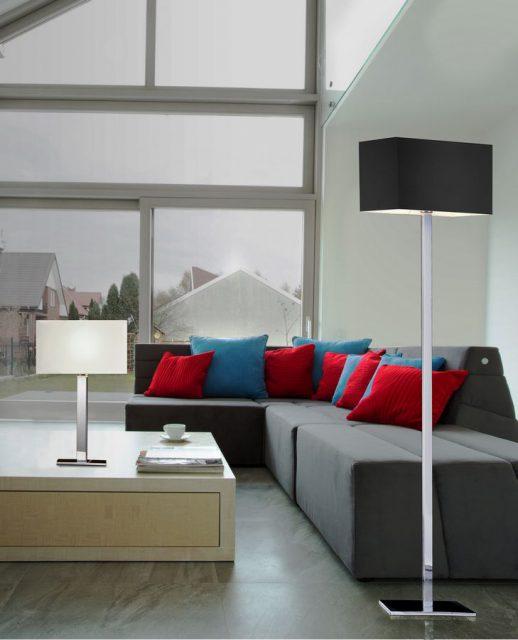 lampa z tekstylnym abażurem w salonie