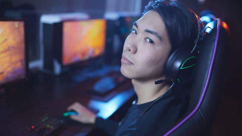 Ergonomiczna postawa podczas rozgrywki e-gamingowej – wybieramy biurka i fotele
