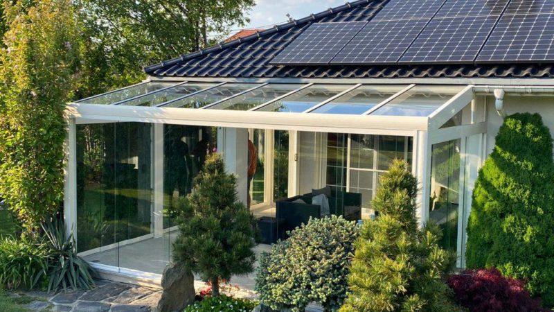 Szklana weranda – ekologiczna zielona przestrzeń, nie tylko na zimę