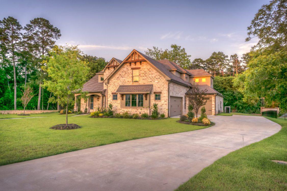 Rolety czy markizy – które rozwiązanie sprawdzi się w Twoim domu?
