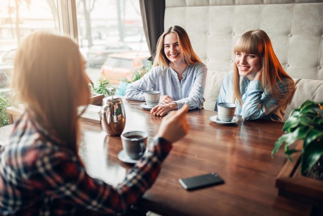 Savoir-vivre przy stole – poznaj zasady dobrego zachowania
