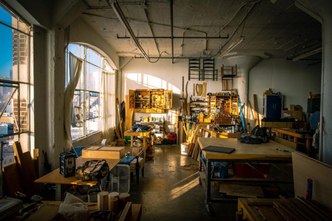 Jak zaplanować i zaaranżować przestrzeń roboczą w warsztacie?